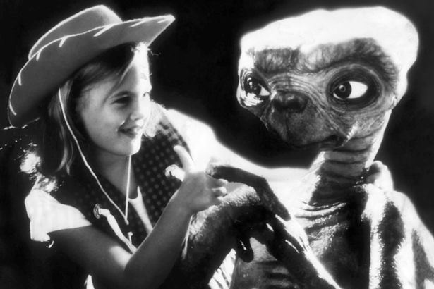 Drew-Barrymore-and-ET